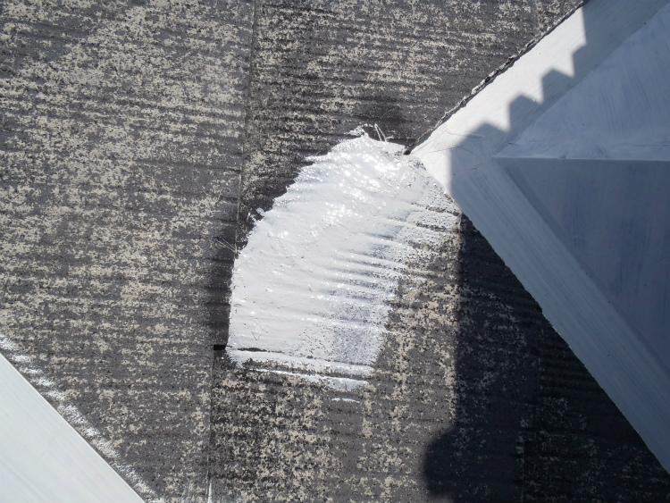 屋根 割れ補修