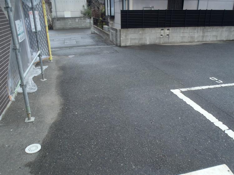 路面 雨の様子